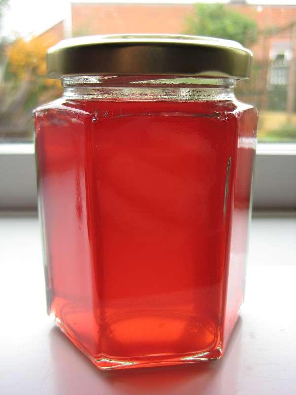 Beautiful ruby rowan jelly