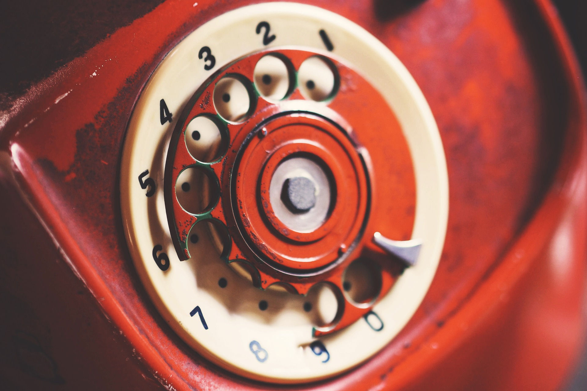Blood red telephone. Photo credit: igorovsyannykov on Pixabay.