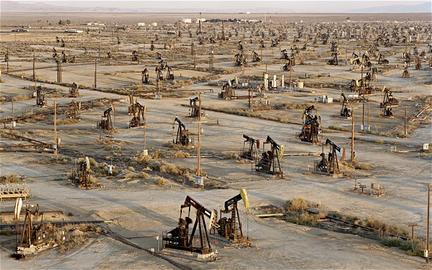 Edward Burtynsky, Oil Fields #2, Belridge, California, USA, 2003