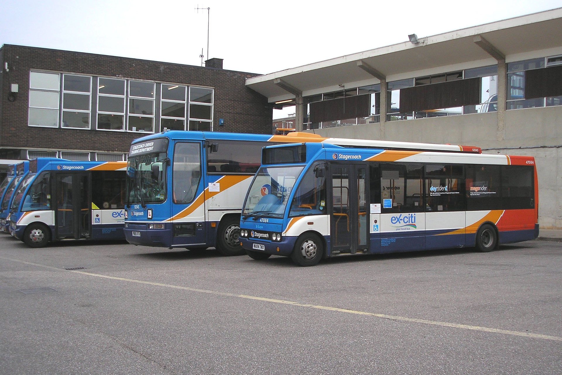 Buses in Exeter Bus Station. Credit: By Barry Lewis - Stagecoach To Exeter - 2, CC BY 2.0, https://commons.wikimedia.org/w/index.php?curid=27493886