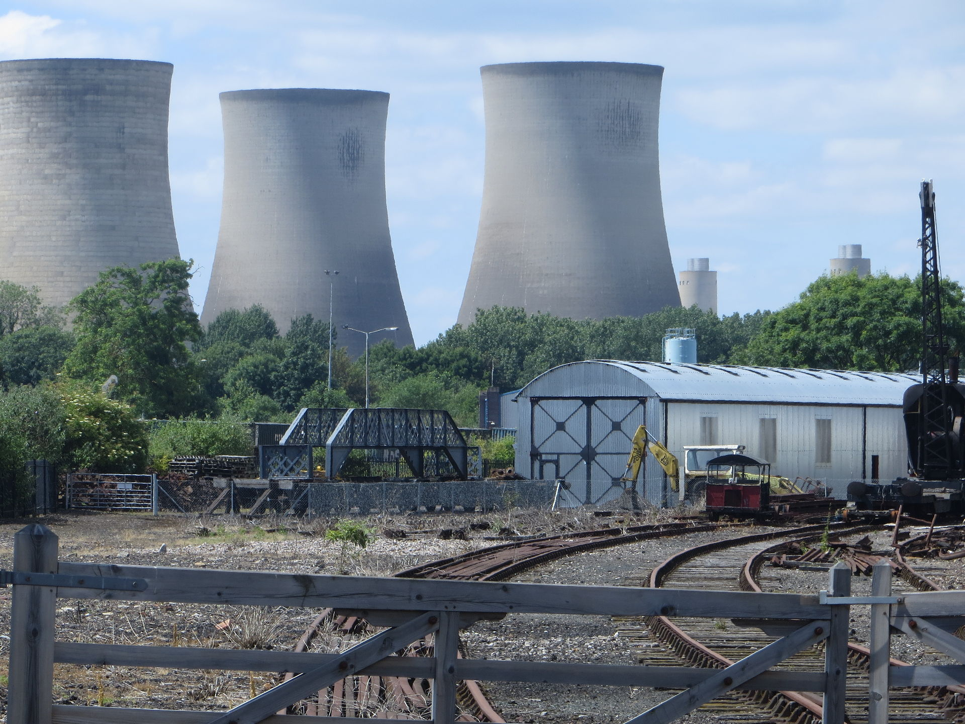 Didcot Power Station - where else with those cooling towers? Photo credit: Forester2009 CC BY-SA 3.0 via Wikimedia Commons.