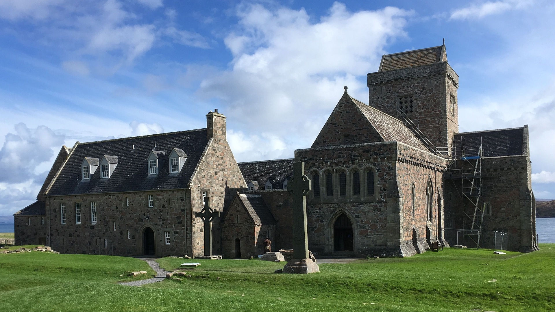 Iona Abbey, a thin place. Photo credit: daisiem on Pixabay.